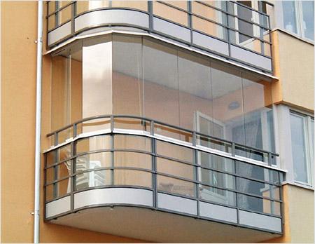 Безрамное остекление балкона Lumon в Санкт